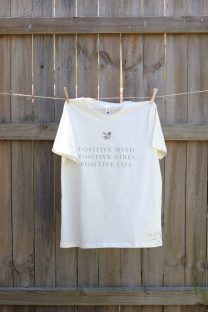 Mayella Living organic cotton Positive vibes tee